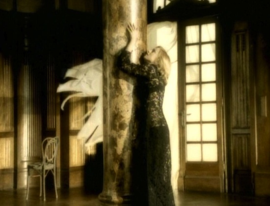 madonna-love-dont-live-here-anymore-video-6