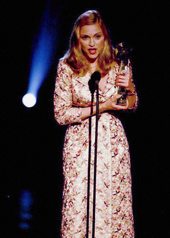 m-billboard-music-awards-96-b