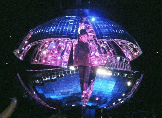 confessions-tour-disco-ball-2