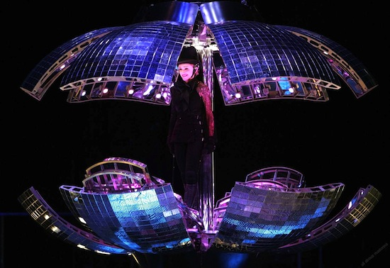 confessions-tour-disco-ball-3