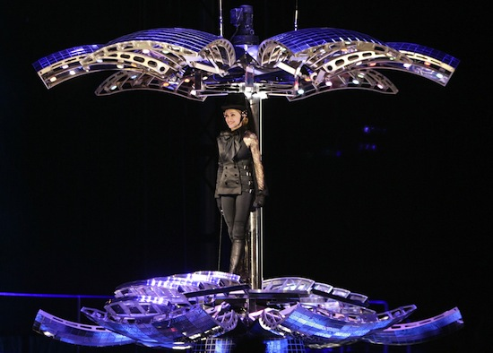 confessions-tour-disco-ball-4