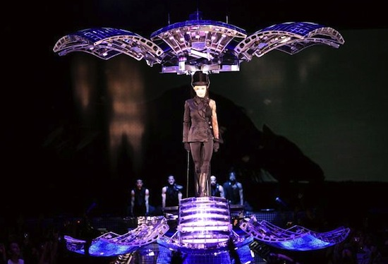 confessions-tour-disco-ball-5