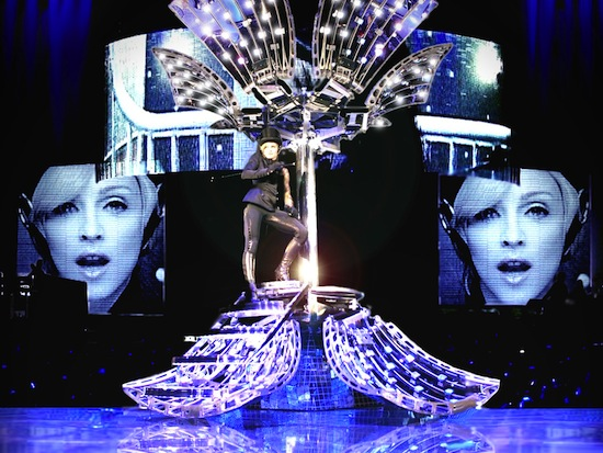 confessions-tour-disco-ball-6