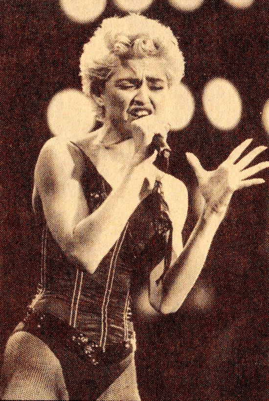 Madonna_WTG_Tour_Astrodome-2
