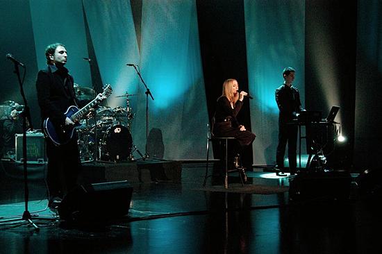 Madonna-Tsunami-Aid-Concert-of-Hope-2 550