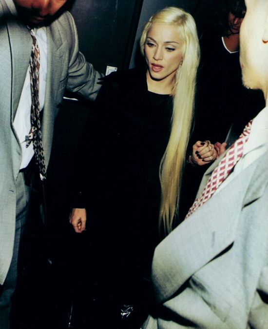 brit awards 1995 backstage 550
