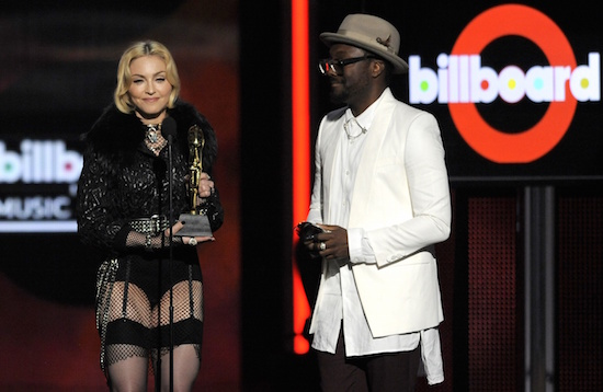 m-billboard-music-awards-2013-8